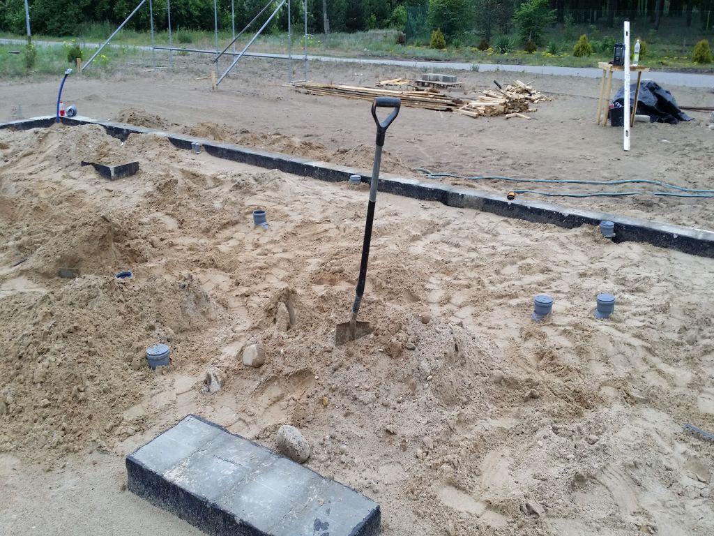 [Obrazek: budowa_domu_2016_betonowanie.12.jpg]