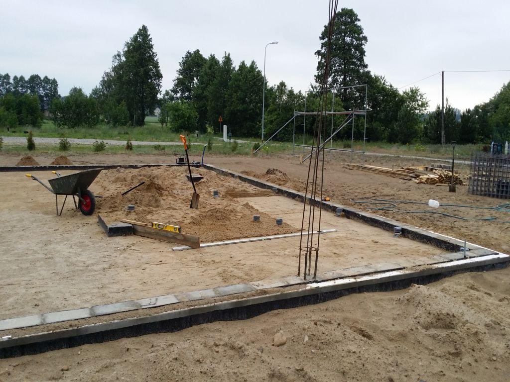 [Obrazek: budowa_domu_2016_betonowanie.34.jpg]