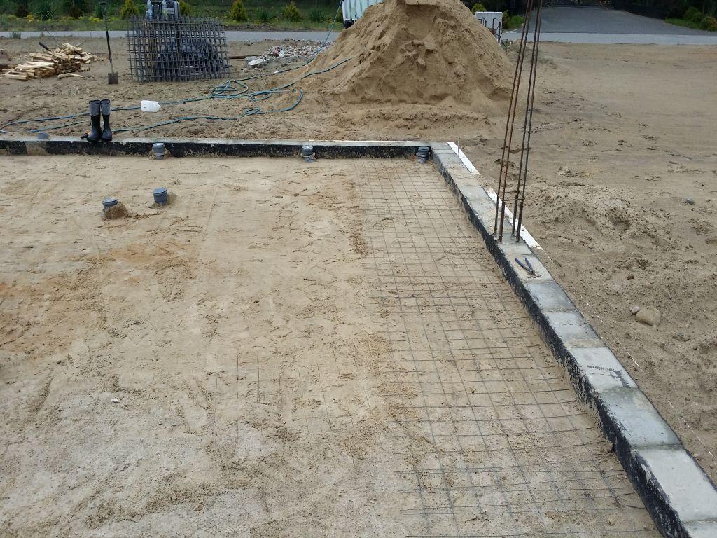 [Obrazek: budowa_domu_2016_betonowanie.42.jpg]