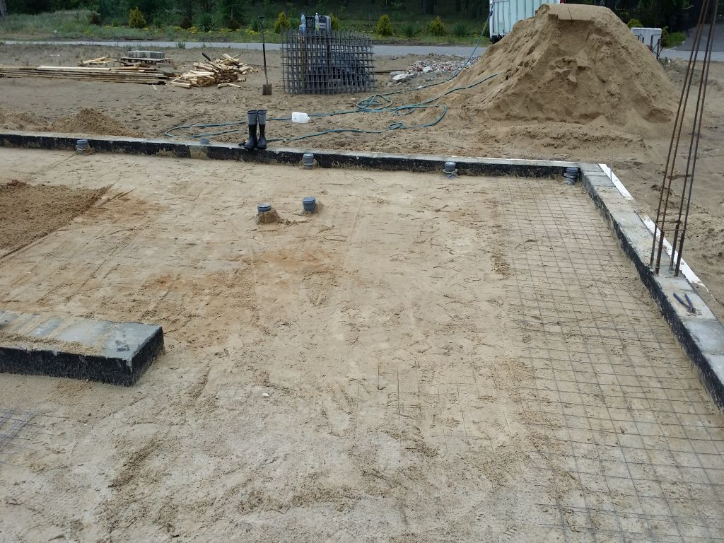[Obrazek: budowa_domu_2016_betonowanie.43.jpg]