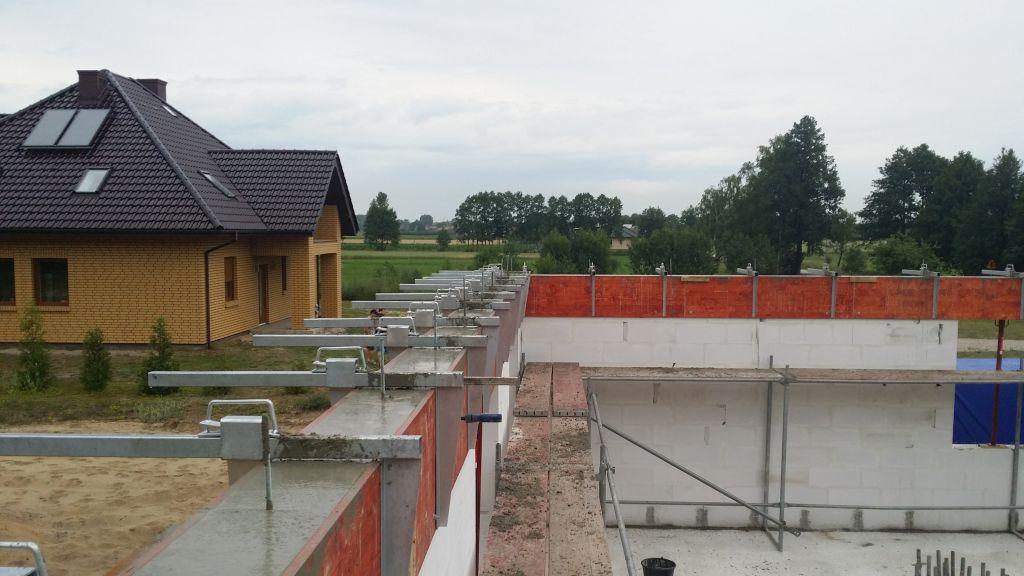 [Obrazek: budowa_domu_2016_zalewanie_wienca_131.jpg]