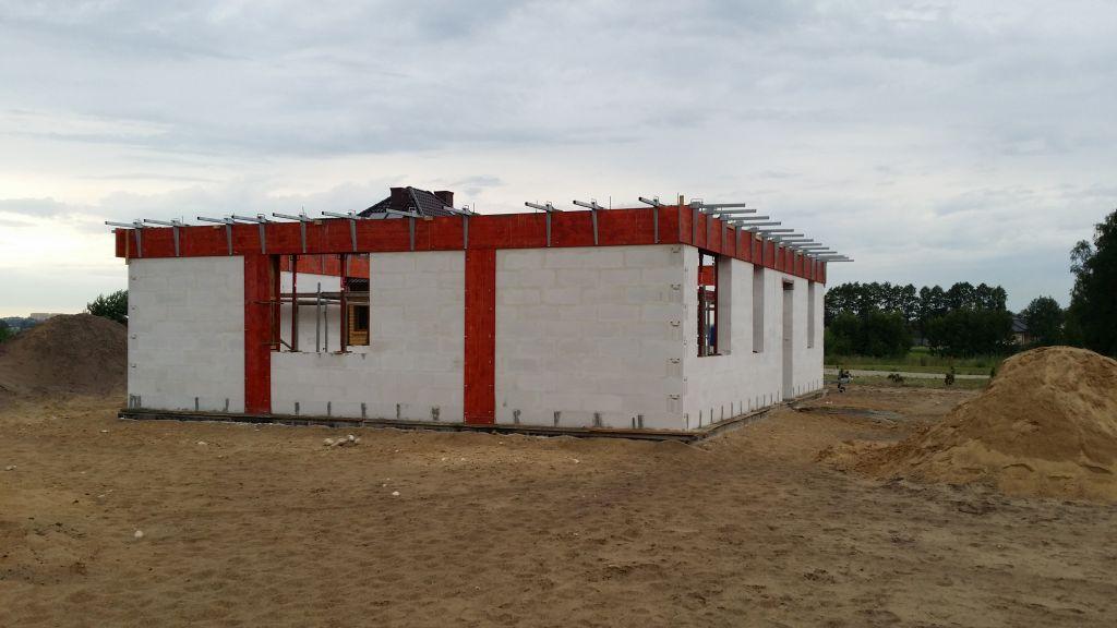 [Obrazek: budowa_domu_2016_zalewanie_wienca_137.jpg]