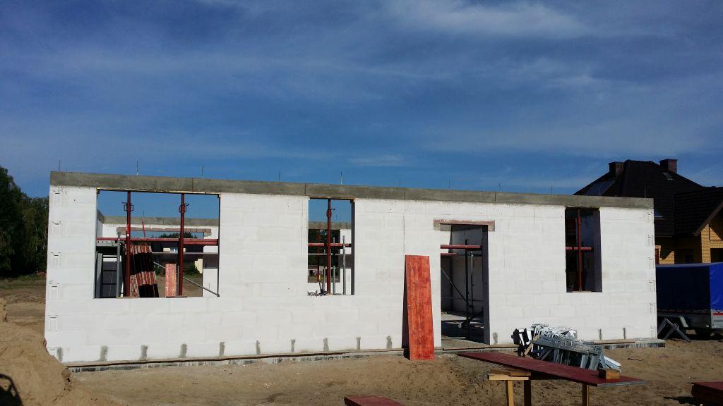 [Obrazek: budowa_domu_2016_zalewanie_wienca_146.jpg]