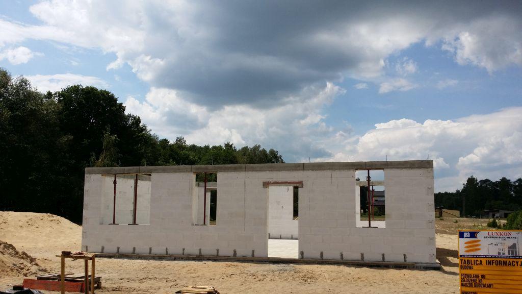 [Obrazek: budowa_domu_2016_zalewanie_wienca_147.jpg]
