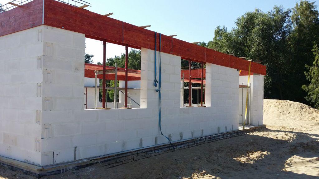 [Obrazek: budowa_domu_2016_zalewanie_wienca_41.jpg]