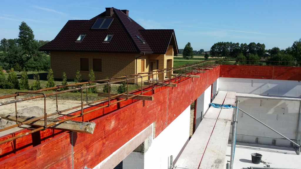 [Obrazek: budowa_domu_2016_zalewanie_wienca_43.jpg]