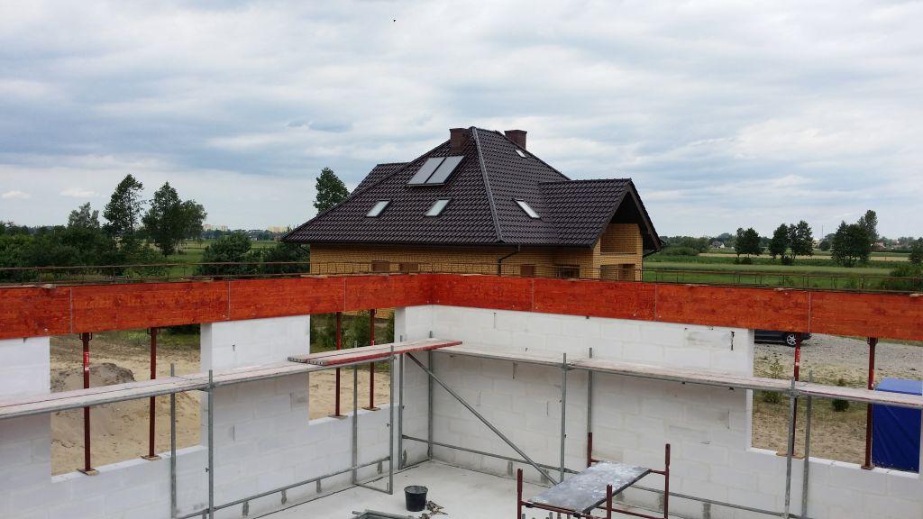 [Obrazek: budowa_domu_2016_zalewanie_wienca_71.jpg]