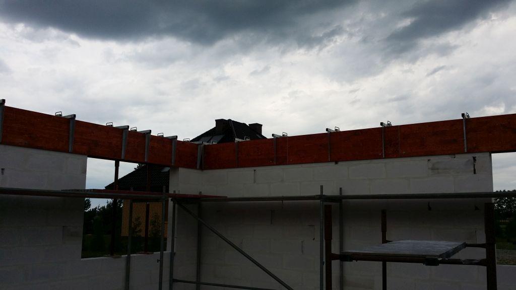 [Obrazek: budowa_domu_2016_zalewanie_wienca_87.jpg]